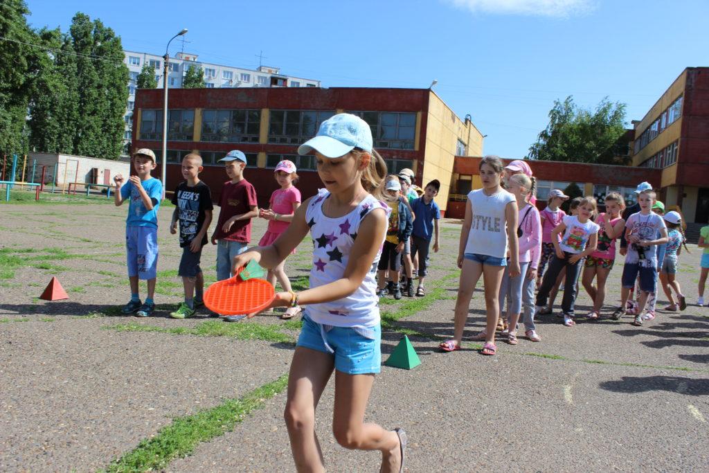 На базе камышинских школ работают пришкольные лагеря