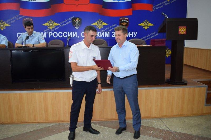 Шестеро камышинских полицейских получили Почетные грамоты лично от главы городского округа – город Камышин Станислава Зинченко