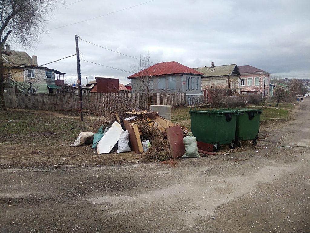 Главам поселений в Камышинском районе придется оборудовать площадки для ТКО