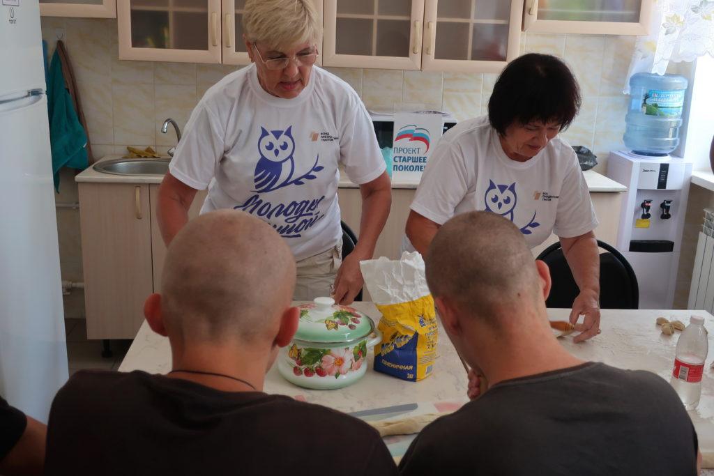 «Серебряные» волонтеры Камышина провели праздник для воспитанников колонии.