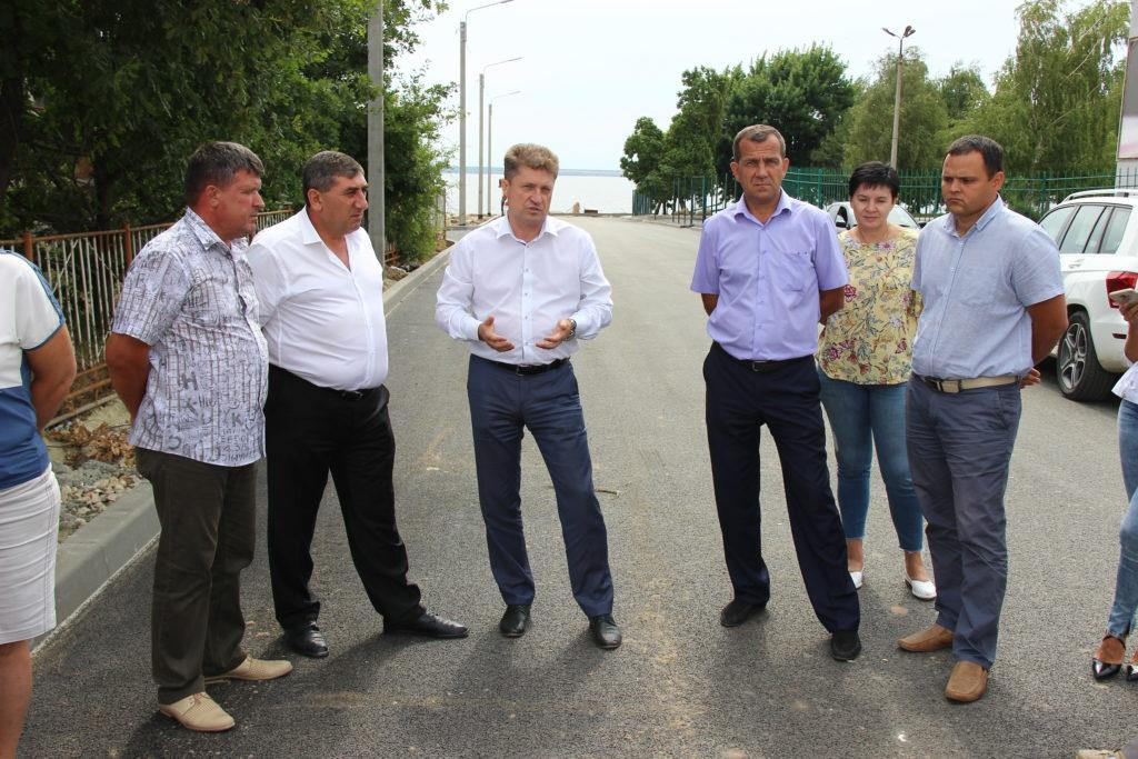 Мэр Камышина проинспектировал ремонт Набережной и улицы Гоголя