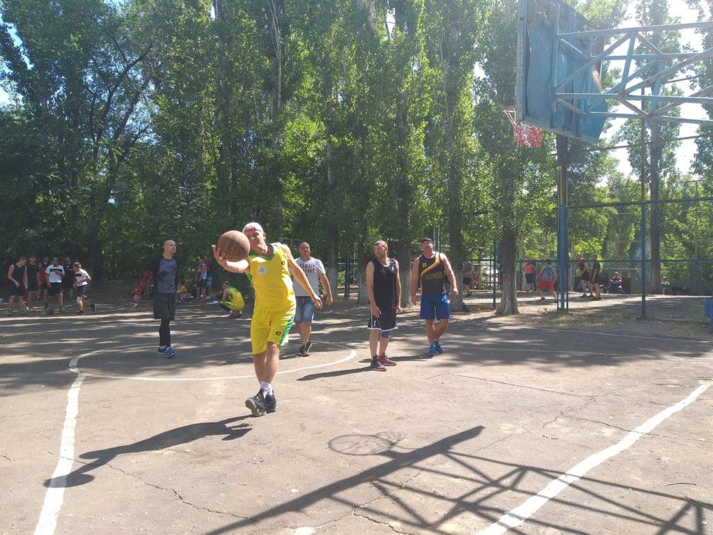 Городской комитет по спорту организовал спортвный праздник в День молодежи