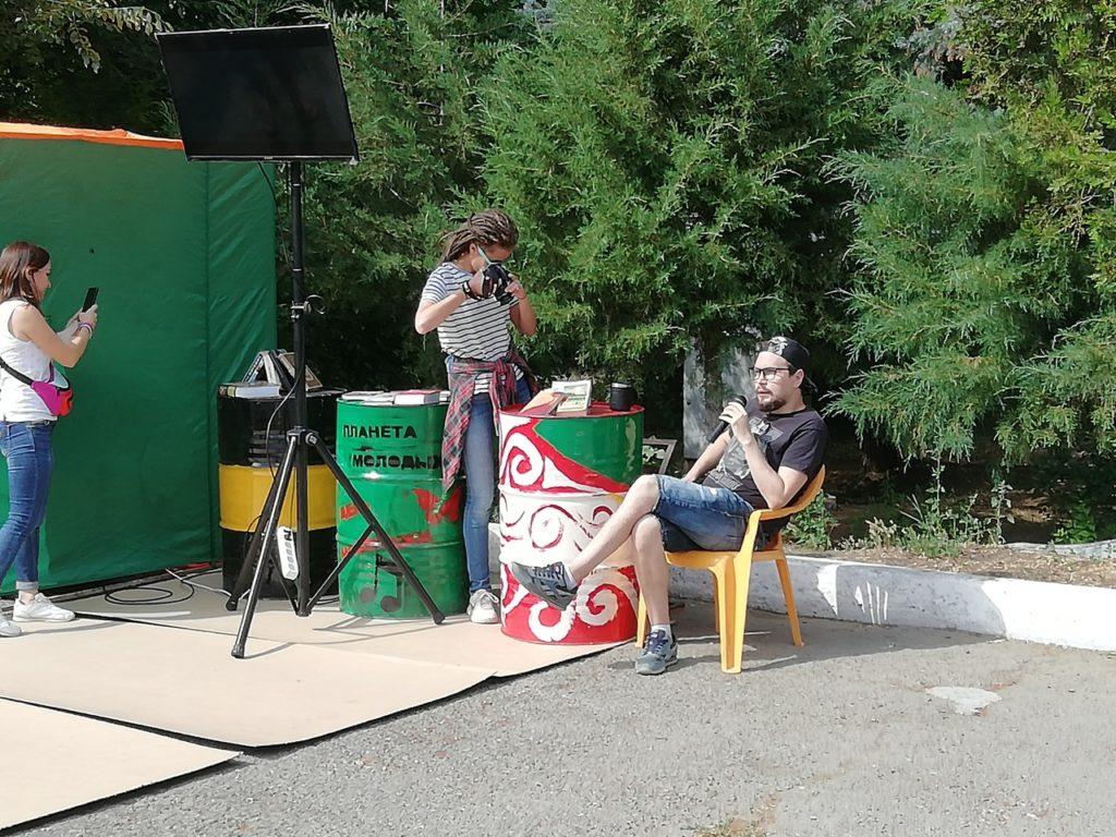 «Выездная библиотека» с Иваном Родионовым на День молодежи в Камышине