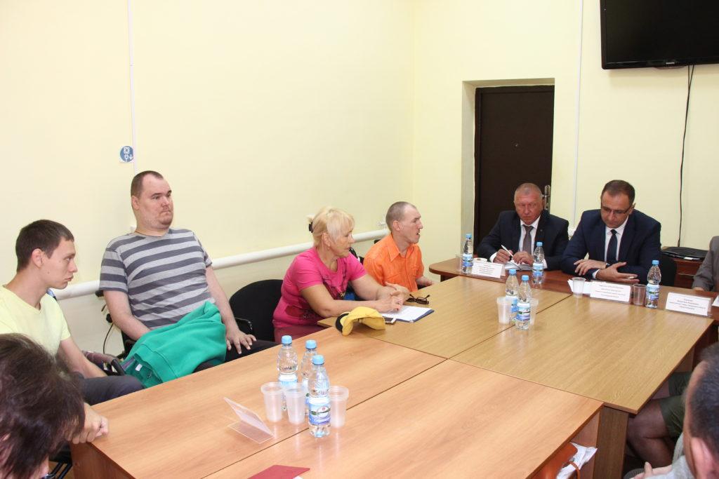 Встреча камышинских инвалидов с представителями власти